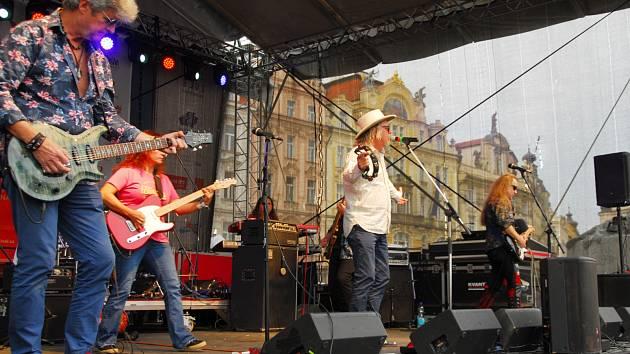 Na Staroměstském náměstí v Praze lidé oslavili sto let republiky.