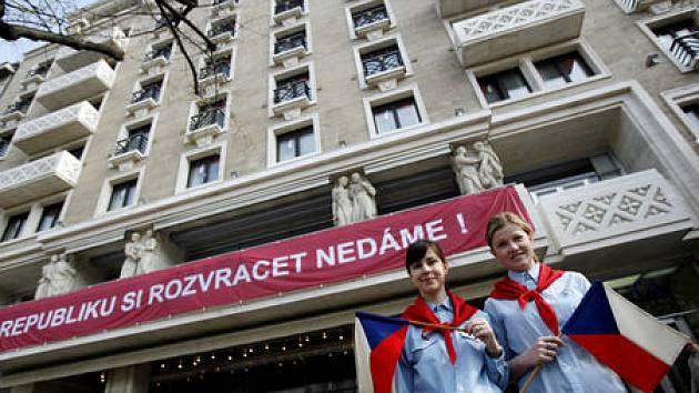 Hotel Jalta na pražském Václavském oslavil 1. dubna 50 let od svého založení v roce 1958. Oslavu hotel pojal dobově.