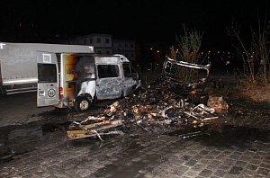 Karavan byl požárem zcela zničen.