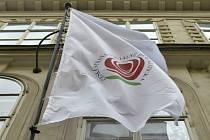 Vlajka ČSSD na Lidovém domě.