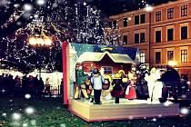 Vánoční motivy malíře Josefa Lady na Staroměstském náměstí v Praze.