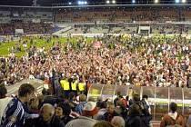 Fanoušci Slavie mohou povzbuzovat své hráče v Lize mistrů dál na větrné hůrce.