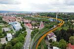 Vizualizace železniční tratě z centra Prahy do Kladna s odbočkou na letiště v úseku Dejvice – Veleslavín.