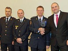 Městská část Prahy 9 darovala pražským hasičům termokameru Dräger.