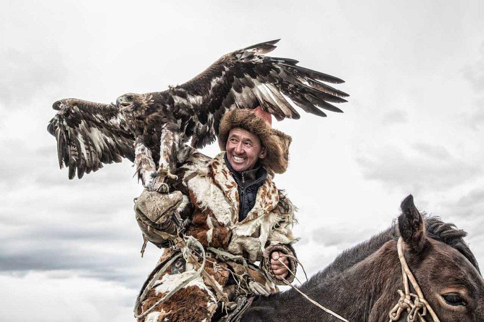 Výstava fotografií Václava Šilhy nazvaná Orlí lovci bude od soboty k vidění v jurtě u výběhu koní Převalského.
