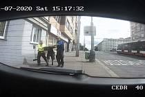 Zadržení podezřelého muže.