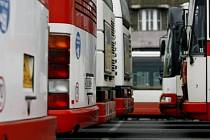 V současné době provozuje Dopravní podnik hl. m. Prahy na 200 autobusových linek v celkové délce přesahující 2000 km a ročně přepraví 301 050 000 cestujících, linky zajišťuje 1200 autobusů.