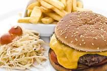 Hamburgery v opečené sezamové bulce patří k oblíbeným pochutinám