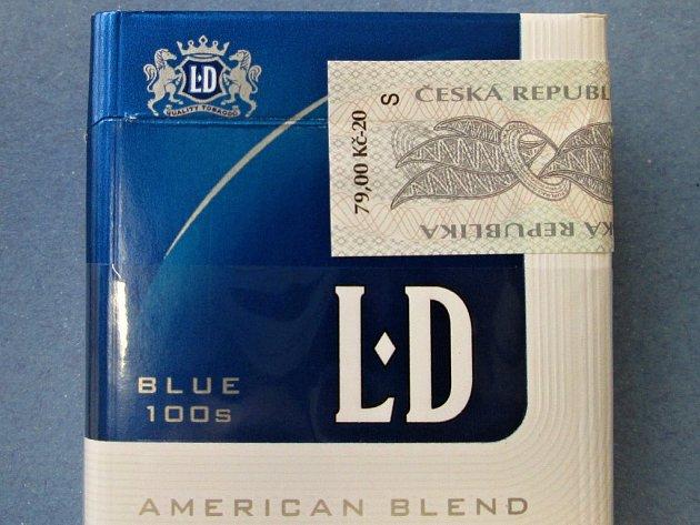 Písmeno S na nálepkách tabákových výrobků označuje novou sazbu daně.