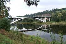 Most Závodu Míru přes Vltavu na Zbraslavi.
