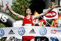 Mattoni Grand Prix 2007 zřejmě slunce běžcům nenabídne. Závod začne až po osmé hodině večerní.