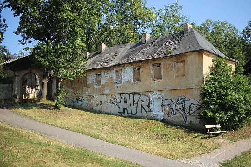 Zastupitelé Prahy 5 jednají o změně majitele usedlosti Cibulka, která se v minulosti potýkala se squattery.