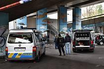 Policie vyšetřuje pobodání cizince nožem.