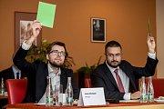 Debata Pražského deníku, která začala na autobusové stanici na Veleslavíně a pokračovala na Terminálu 3 v hotelu Ramada 13. října v Praze. Michálek, Moroz