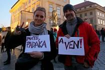 Protest proti chování úředníků Kanceláře prezidenta České republiky v souvislosti s hospitalizací Miloše Zemana.
