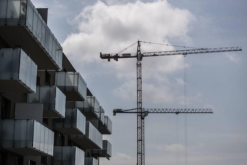 Částka za stejně velké domy se přitom může město od města výrazně lišit.