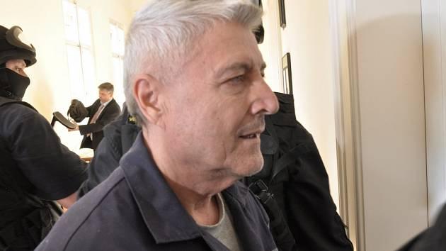 Hoteliér Bohumír Ďuričko odsouzený za vraždu podnikatele Václava Kočky u Městského soudu v Praze.