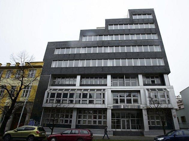 Nová radnice Prahy 7 by měla do dvou let stát na adrese U Průhonu 38. Budova by měla do té doby projít nákladnou rekonstrukcí.