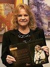 Zahájení výstavy fotoobrazků zpěvačky Evy Pilarové ve foyer Divadla Hybernia v Praze ve středu 2. listopadu 2011.