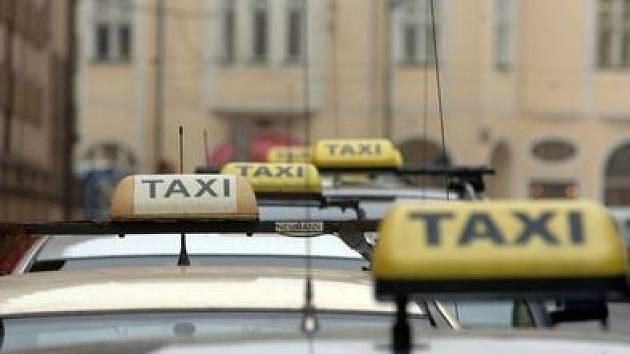 Pražská taxislužba se potýká s nejedním problémem.