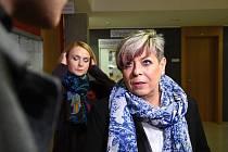 Obvodní soud pro Prahu 10 otevřel kauzu žaloby uchazečky o studium, které zdravotní škola v roce 2013 neumožnila používat muslimský šátek hidžáb.