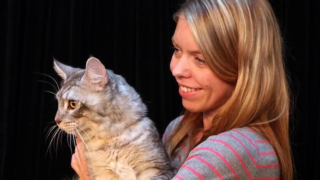 Miss kočka 2014: vyhrál Miky z Michle (na snímku se svojí majitelkou Martinou Štěpánovou).