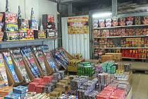 Kontroly obchodů s pyrotechnikou.