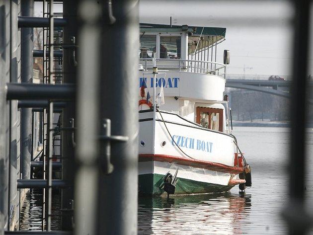 PŘÍSTAV PRO PATNÁCT LODÍ. Normálně by ho měly využívat výletní lodě, pomůže i při povodních.