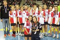 Mladší žákyně Slavie vybojovaly na Prague Handball Cupu stříbrné medaile.