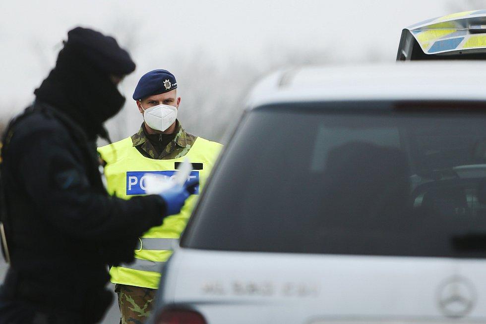 Smíšená hlídka policie a armády v úterý 2. března 2021.