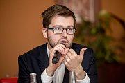 Debata Pražského deníku, která začala na autobusové stanici na Veleslavíně a pokračovala na Terminálu 3 v hotelu Ramada 13. října v Praze. Michálek