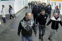 'Fotbaloví' útočníci v pražském metru.