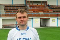 Tomáš Kubr trenér fotbalistů Aritmy Praha na útulném vokovickém stadionu.