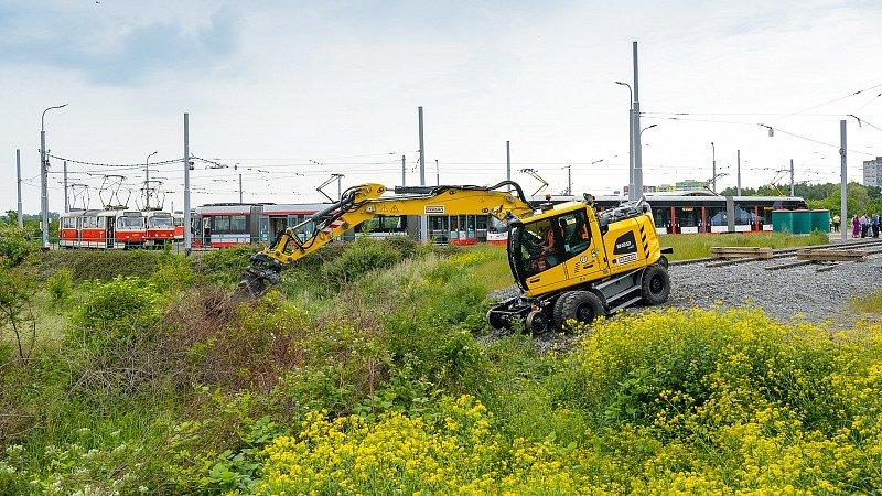 Stavba nové tramvajové tratě z Barrandova do Holyně byla slavnostně zahájena 11. června 2021.