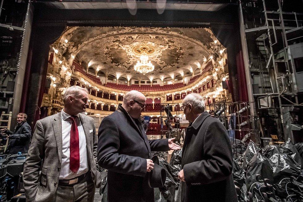 Rekonstrukce Státní opery vPraze.Na snímku předseda představenstva Hochtief Tomáš Bílek, ministr kultury Daniel Herman a ředitel ND Jan Burian.