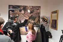 Starosta městské části Praha-Řeporyje Pavel Novotný (ODS) při natáčení reportáže pro ruskou televizi o záměru vybudovat pomník vlasovcům.