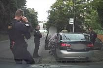 Zadržení falešného taxikáře v Praze.