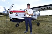 MISE OKŘÍDLENÝ LEV. Pilot Roman Kramařík se vydal z letiště Točná na cestu kolem světa.