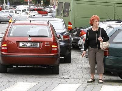 Najít v Dejvicích a Bubenči místo k parkování není vůbec jednoduché.