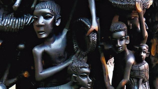 RockOpera Praha ve foyer vystavuje největší ebenovou sochu na světě - africký strom života. Váží 450 kilogramů a měří 3 metry a 75 centimetrů.
