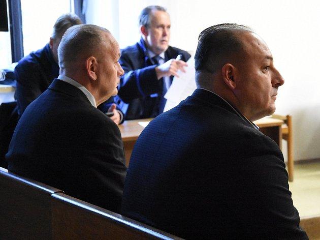 Z podvodů spojených s prodejem padělků obrazů českých autorů 20. století za desítky milionů korun se zpovídají před Krajským soudem v Praze Jaroslav Fröhlich a Milan Trokan.
