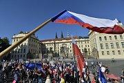Protest proti Zemanovi na Hradčanském náměstí 23. července 2019