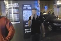 Mladík urážel strážníky.