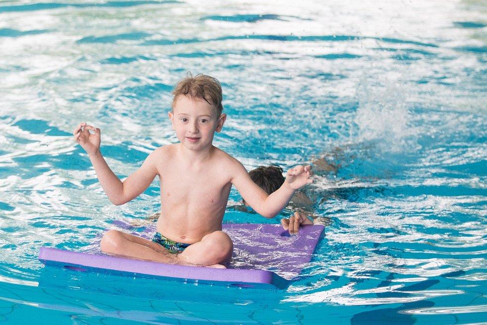 Dětské sportování v ZŠ Plavání.