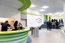 Střední škola automobilní a informatiky (SŠAI) v Praze-Hostivaři otevírá moderní výukové centrum.