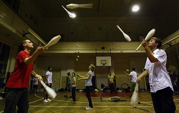 V tělocvičně žižkovského Sokola se ve dnech 12. až 14. listopadu uskutečnil druhý ročník Pražského žonglérského maratonu.
