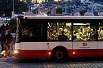 Noční autobus. Ilustrační foto.