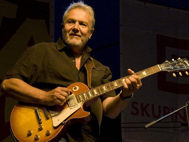 Kytarista Luboš Andršt.