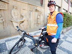 """Záchranář Evžen Šulc si práci na kole vyzkoušel už při pražské premiéře v roce 2012. """"Nejčastěji jsem pomáhal u zlomenin končetin, zranění hlavy, vesměs šlo o lehké úrazy, naštěstí tam nebyla žádná lidská tragédie v podobě úmrtí nebo vážných zranění."""""""