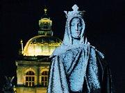 Zasněžená socha sv. Anežky na Václavském náměstí